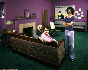 70s-rock-stars-at-home-with-their-parents-Frank-Zappa